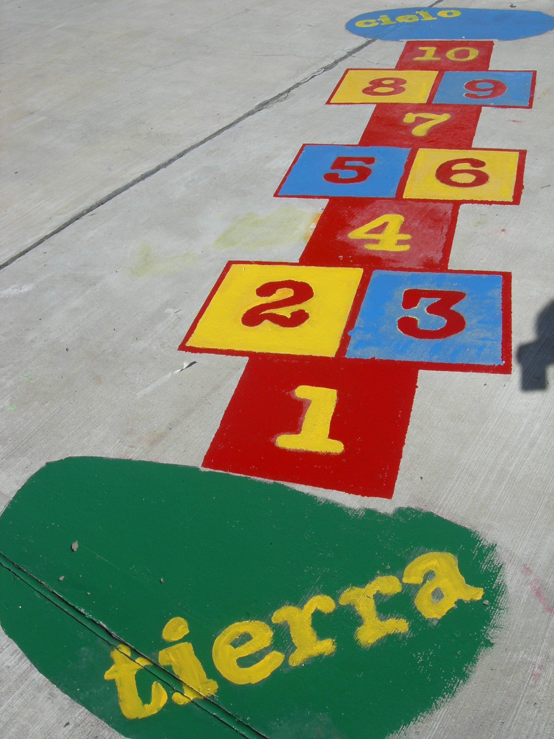 Juegos para pintar en el patio del colegio modern patio - Pintar el piso ...