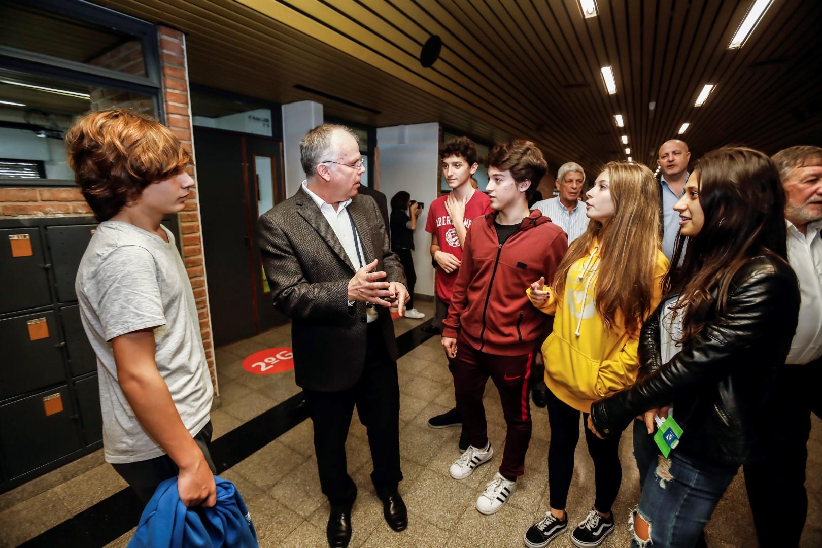 El Dr. Conrad Giles, Presidente de World ORT, recorrió los distintos espacios de nuestra Escuela