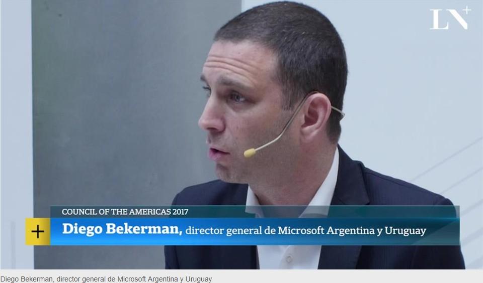 Diego Bekerman conversando con La Nación
